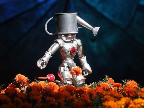 montreal-que-may-3-2016-a-small-robot-drops-a-maracas
